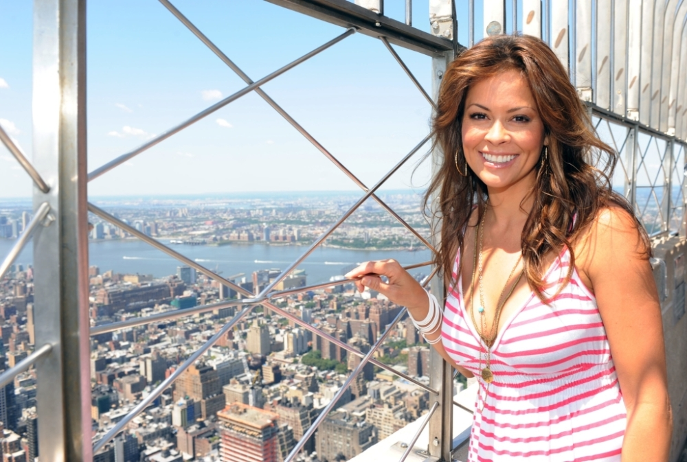 EMPIRE STATE BUILDING_Brooke-Burke-Touring-the-Empire-State-Building_02_060112